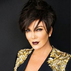 Famous Kardashian sisters' mom is known for being frank. And you'll even admire her for sharing her Kris Jenner plastic surgery story in public! Short Hairstyles For Thick Hair, Haircut For Thick Hair, Hairstyles Over 50, Short Hair Cuts For Women, Pixie Hairstyles, Short Hair Styles, Short Haircuts, Kris Jenner Haircut, Kris Jenner Hairstyles