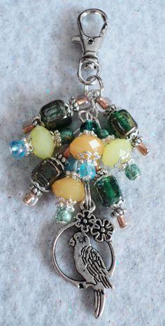 Handbag Charm Zipper Pull Purse Charm Handbag by Charm Jewelry, Jewelry Crafts, Beaded Jewelry, Handmade Jewelry, Do It Yourself Jewelry, Beaded Purses, Beads And Wire, Jewelery, Jewelry Making