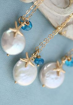 beach inspired pearl necklaces. Simple and pretty.
