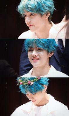 A story where Taehyung let shyness aside and decides to send an anonymous message to your & god& & face . V Bts Cute, Bts Love, Kim Namjoon, Kim Taehyung, Daegu, Foto Bts, Bts Bangtan Boy, Jimin, Jhope