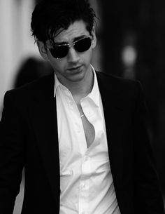 Alex Turner - Style Icon From The Arctic Monkeys - Men Style Fashion The Last Shadow Puppets, Best Dressed Man, Looks Style, John Lennon, Just In Case, Men Dress, Nice Dresses, Looks Great, Swag
