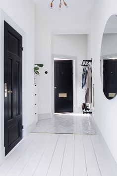 29 Ideas For Hallway Lighting Fixtures Black Doors - Modern Hallway Light Fixtures, Hallway Lighting, Home Interior, Interior Decorating, Interior Design, Black And White Interior, Black White, Black Doors, Home Decor Inspiration