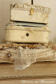 Oud doosje/ Old box   Sold   Servies & Brocante