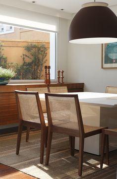 Decoração de: Detalhes; cadeira de madeira e palhinha; Casa de Valentina