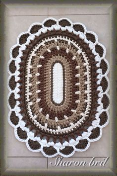 Crochet rug links to a picture. No pattern. Crochet Mat, Crochet Rug Patterns, Crochet Carpet, Crochet Doilies, Free Crochet, Crochet Home Decor, Crochet Crafts, Crochet Ideas, Crochet Patron