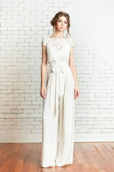 Jumpsuit Wedding Dresses Ideas 32 A modern minimalism jumpsuits make a fresh statement for brides on their wedding day. Make Brides fuss free and on her wedding day, They want something simple, but elegant. A bridal jumpsuit is a c… Wedding Pantsuit, Luxury Wedding Dress, Wedding Suits, Wedding Attire, Casual Wedding Outfits, Wedding Pants Outfit, Trendy Wedding, Bridal Pants, Wedding Jumpsuit