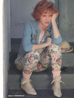Molly Ringwald / Pretty in Pink / Floral thrift vintage / Old Bag Lady Style Molly Ringwald, Pretty In Pink, Looks Style, My Style, Trendy Style, Pink Style, Photo Souvenir, New Retro Wave, Vintage Outfits