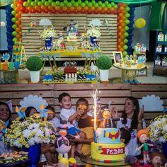 Festa para o Pedro Decoração da mamãe Priscila que com muito bom gosto  escolheu minhas peças para orçamentação de sua mesa. Linda festa ... #bita #festamundobita #festainfantil #mundobita