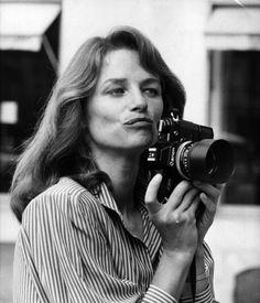 Charlotte Rampling  Se convirtió en fotógrafa de moda durante un día en el desfile de Christian Charrat en 1979. Vía Squire