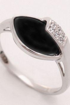 #onyx #ring #jewelry #rings #gold #handmade #wedding #accessories #style #silver Onyx Ring, Handmade Wedding, Wedding Accessories, Jewelry Rings, Gemstone Rings, Engagement Rings, Gemstones, Silver, Gold