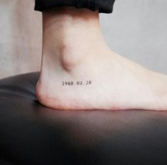Tiny Discreet Tattoos For People Who Love Minimalism By Witty Button - Tattoo DIY Mini Tattoos, Little Tattoos, Trendy Tattoos, New Tattoos, Cool Tattoos, Ankle Tattoos, Nice Small Tattoos, Tattoos Of Dates, Danty Tattoos