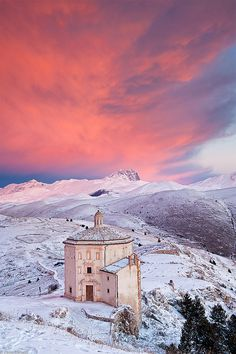 The Lonely Church - Chiesa di Santa Maria della Pietà, Rocca Calascio, Abruzzo, Italy (by Paolo Corsetti on Flickr)
