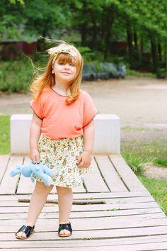 Ella probenähen Rock ShuShu nach Schnittmuster von schnittgeflüster und Knotenhaarband nach Schnittmuster von howdoesshe