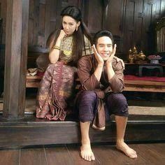 พ่อเดช แม่การะเกด บุพเพสันนิวาส Actors Birthday, Love Destiny, Best Tv Couples, Best Dramas, Thai Dress, Thai Style, Asian Beauty, Retro Fashion, Bohemian