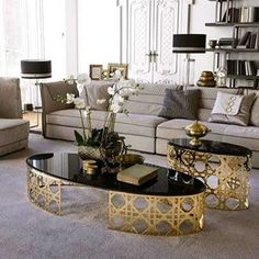 Love all the furniture in this living space created by 💝💝💝💝 want to take these coffee table home 😍 Living Room Designs, Living Room Decor, Living Spaces, Home Decor Furniture, Furniture Design, Centre Table Design, Metal Dining Table, Coffee Table Design, Coffee Tables