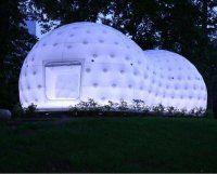 Japanese architect Kengo Kuma has installed a modern tea house in the garden of the Museum für Angewandte Kunst Frankfurt. Kengo Kuma, Tiny House, Japanese Tea House, Bouncy House, Temporary Structures, Lumiere Led, Unusual Homes, Museum, Sustainable Design