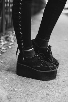 Fashionable Platform Shoes from 46 of the Insanely Cute Platform Shoes collection is the most trending shoes fashion this winter. This Platform Shoes look related to creepers, shoes, platform and… Women's Shoes, New Shoes, Shoe Boots, Creepers Shoes Outfit, Pretty Shoes, Cute Shoes, Unique Shoes, Baskets, Platform High Heels