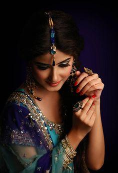sajal ali peacock teal wedding jewelry
