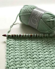 Tunisch haken, we zijn er dol op! #tunischhaken#heelhollandhaakttunisch #tunesiancrochet #byclaire#byclairesoftmix#mint#knitpro#echtstudio #haken Love Crochet, Knit Crochet, Crochet Hats, Tunisian Crochet Patterns, Baby Boy Blankets, Crochet Videos, Crochet Animals, Crochet Scarves, Crochet Projects