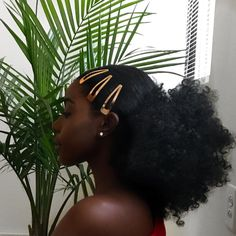 Shared by Aaaurélie S. Find images and videos about Afro, beauty and hair on We Heart It - the app to get lost in what you love. Natural Hair Inspiration, Natural Hair Tips, Natural Hair Styles, Diy Natural Hair Accessories, Afro Hair Accessories, Natural Hair Puff, Natural Makeup, Side Curly Hairstyles, Black Girls Hairstyles