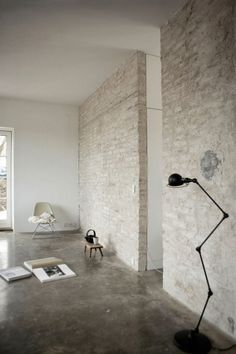 wit, cement en stenen
