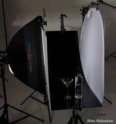 lighting_setup_product_photography_glass_on_black_1.jpg