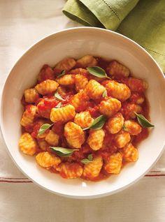 Are you a pasta lover? Ricardo presents his tasty pasta recipes. Pumpkin Cream Cheese Muffins, Cheese Pumpkin, Pumpkin Cream Cheeses, Pumpkin Bread, Pumpkin Puree, Pumpkin Spice, Tomato Sauce Recipe, Sauce Recipes, Pasta Recipes