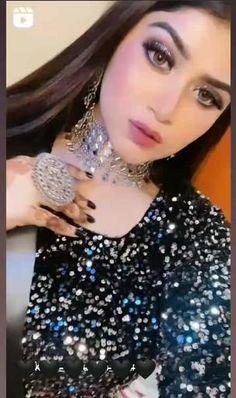 Desi Wedding Dresses, Pakistani Wedding Outfits, Pakistani Dresses Casual, Indian Fashion Dresses, Fashion Outfits, Fancy Dress Design, Stylish Dress Designs, Stylish Dresses, Stylish Girls Photos