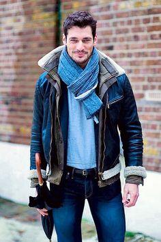 EstilosparaVestir hombre: look urban, casual, cazadora de piel + jeans + pañuelo azul