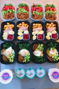30 keto recipes for a meal prep lunch. These easy keto lunch ideas are great to take to work on the ketogenic diet. The healthy meal prep ideas are low carb, gluten free, and some are paleo and vegetarian too. Meal Prep Plans, Diet Meal Plans, Meal Prep Keto, Meal Prep For The Week Low Carb, Fitness Meal Prep, Lunch Meal Prep, Food Prep, Fitness Tips, Easy Healthy Recipes