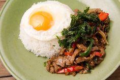 〜牛肉のガパオライス〜 (タイ米or酵素玄米) 低温でしっとりと油通しした牛肉を特製ソースと野菜で炒めました! 素揚げしたホーリーバジルと共に香りもお楽しみください。 Asian