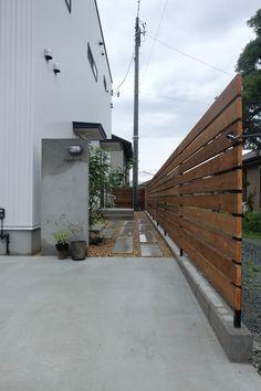 浜松市東区有玉に店舗併用住宅が完成しました。1Fは店舗である美容院、2Fが住居スペースとなります。店舗は、とても明るく開放的でFIX窓から店内全体に降り注...