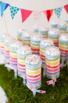 Kiki's List: push-up Cake Pops by Tastefully Treated = look awesome!