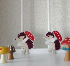 ハリネズミさんブローチにしました並べるとハイホー感がアップ #ハンドメイド #pandafactory #embroidery #handmade #hedgehog #ハリネズミ#brooch #刺繍 #刺繍ブローチ #mushroom #きのこ