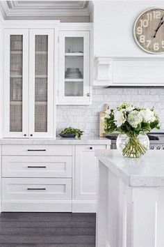 How to choose kitchen door handles - Making your Home Beautiful Th. - How to choose kitchen door handles – Making your Home Beautiful The style, size and - Kitchen Doors, Kitchen Handles, Home Decor Kitchen, Interior Design Kitchen, Country Kitchen, New Kitchen, Home Kitchens, Kitchen Designs, Eclectic Kitchen