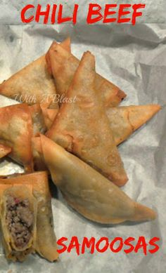 Chili Beef Samoosas ~ Spicy, hot snacks ~ perfect to add to a savory platter South African Recipes, Beef Recipes, Mexican Food Recipes, Cooking Recipes, Indian Recipes, Empanadas, Samosas, Appetizer Dips, Appetizer Recipes