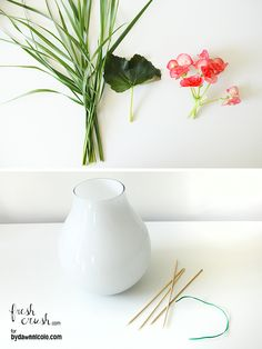 Create your own DIY flower grid in a few easy steps! Attractive bamboo easily allows for small posy floral arrangements, and makes it easy to group flowers and greenery of varying heights.