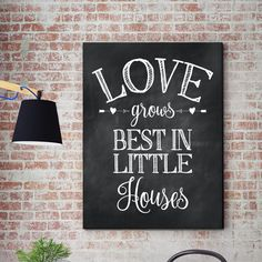 Help friends change residences into residences with the use of housewarming presents with personalized gifts. Friends Change, Great Housewarming Gifts, Christmas Mom, Chalkboard Art, Little Houses, Wood Signs, House Warming, Personalized Gifts, Projects To Try