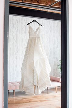 wedding dresses - http://ruffledblog.com/jackson-pollock-inspired-wedding-editorial