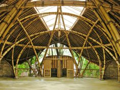 Turtle Classroom at Green School Organic Structure, Bamboo Structure, Bamboo Building, Natural Building, Bamboo Architecture, Architecture Design, Turtle Classroom, Bamboo Art, Bamboo Ideas