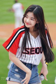 Kpop Girl Groups, Korean Girl Groups, Kpop Girls, My Girl, Cool Girl, Fandom, Ulzzang Korean Girl, Soyeon, Korean Celebrities