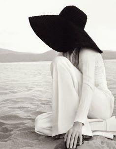 coisa de mulher...entre outras coisas...: Poucas palavras... Fica na paz, observe o mundo e ele vai levar você a viagens mais importantes do que as das frases soltas e sem sentido... figura reproduzida