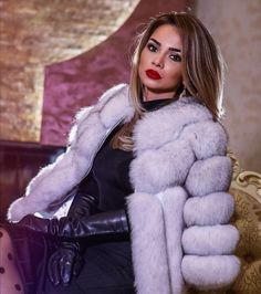 Gloves Fashion, Fur Fashion, Winter Fashion, Womens Fashion, Black Leather Gloves, Fabulous Furs, Long Gloves, Fur Jacket, Glamour