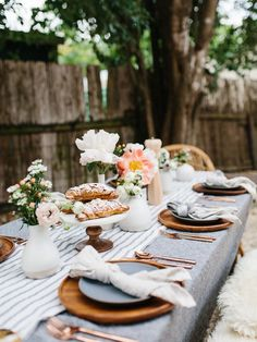 The most luxe table linens from for effortless entertaining all season long. Mix and match tablecloths, runners, napkins, and tea towels from our favorite California-based brand. Brunch Mesa, Mothers Day Dinner, Brunch Party, Dinner Parties, Tea Parties, Brunch Decor, Brunch Food, Deco Addict, Beautiful Table Settings