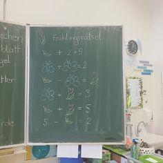 Meine Kinder sind ganz gierig, wenn in der Früh ein neues Frühlingsrätsel auf sie wartet #frühling #spring #math #like4like #ootd #gift #work #montessori #austrianblogger #school #lehreralltag #morning #1stgrade #kids #art #creative #kidscrafts #diy #motoricskills #love #artproject #colours #march #spring #school #schooldecor #decor #drawing #literature #litracy