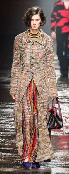 Missoni Fall-winter - Ready-to-Wear - www. - ©ImaxTree Source by n_andreeva fashion coats Fashion 2018, Runway Fashion, Trendy Fashion, Winter Fashion, Fashion Trends, Knitwear Fashion, Knit Fashion, Girl Fashion, Knitted Coat