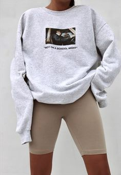 "Outfit Ideen Slogan Print ""School Night"" Sweatshirt in Grey Cute Comfy Outfits, Chill Outfits, Trendy Outfits, Fashion Outfits, 90s Fashion, Frock Fashion, Celebrities Fashion, Fashion History, Fashion Quiz"