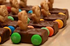 10 Fun Birthday Party Snack Ideas - Kids Kubby : These are adorable! This candy snack is especially fitting for a boy's birthday party or any car themed party – made with Teddy Grahams, Milky Way bars, chocolate melts, and M's or Skittles. Birthday Party Snacks, Snacks Für Party, Birthday Fun, Birthday Ideas, Birthday Cakes, Party Favors, Cute Food, Good Food, Yummy Food
