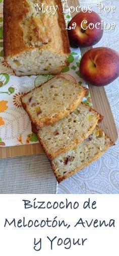 Bizcocho de Melocotón, Avena y Yogur: Delicioso y al mismo tiempo saludable. Puedes encontrarlo en www.muylocosporlacocina.com.