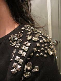 6e7e921e32c moletom bordado pedraria ile ilgili görsel sonucu Embroidery Fashion, Nice  Tops, Customise T Shirt